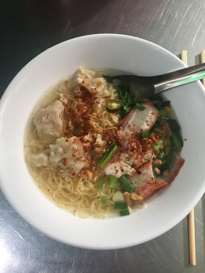 ramen bowl with meat Thai food