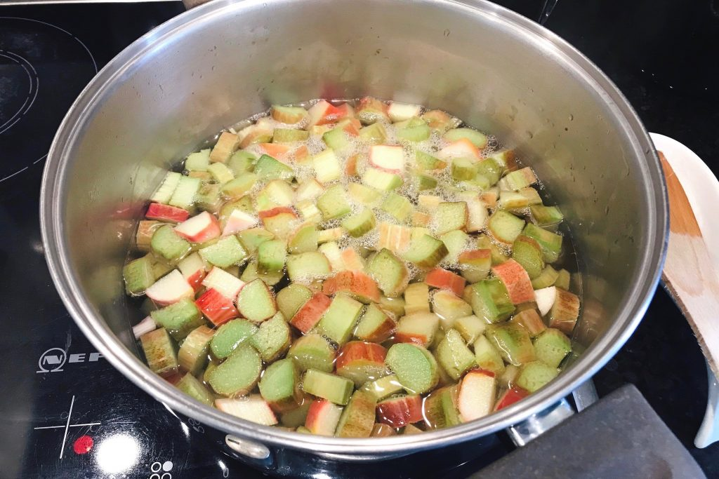 rhubarb syrup recipe boiling water steam